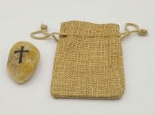 Sacchettino e pietra della fede con incisa croce color nero