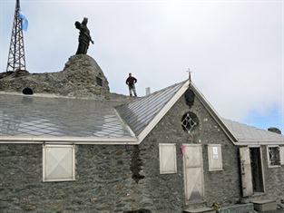 """rifugio """"S. Maria"""" in vetta al Monte Rocciamelone"""