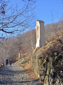 Pilone della via crucis del Sacro monte di Belmonte