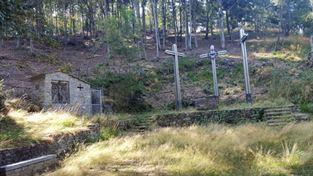 Via crucis Santuario grotta Coazze con le tre croci