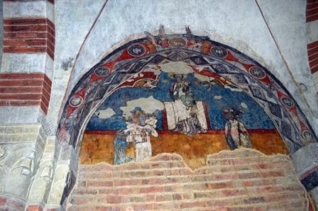 Abbazia Santa Maria di Vezzolano - Affresco nel chiostro
