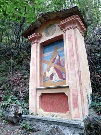 Ornavasso (Ossola) pilone parte di via crucis diretta al Santuario del Boden