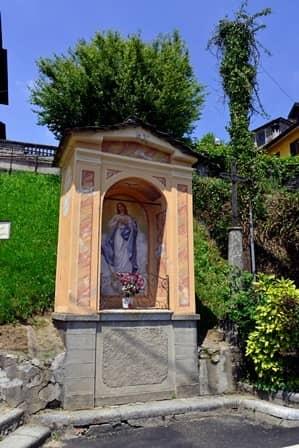 Quarna sup. (Cusio – VCO) pilone ad un fornice con immagine della Vergine