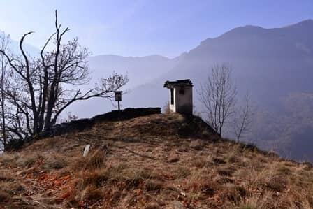 Valle di Viù: Pilone Parneri, eretto come ex voto presso Lemie