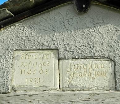 """Iscrizione lapidea al cimitero di Fontane di Salza (val Germanasca """" To)"""