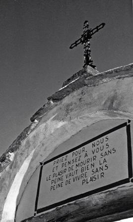 """Iscrizione al cimitero di Laval (val Chisone """" To)"""