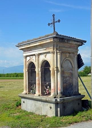"""Babano (Cavour """" To) Edicola a 2 fornici posta ai margini di un quadrivio stradale"""