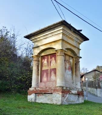 Scarmagno: pilone a 4 facciate con finte colonne