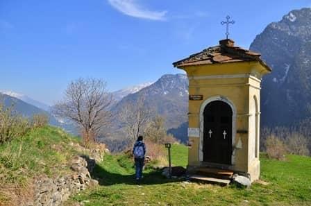 Balboutet (Val Chisone): uno dei pochi piloni della valle, eretto da due sorelle emigrate in Francia