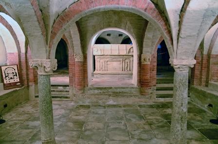 Cripta nella cattedrale di Ivrea, contenente il sarcofago di San Besso