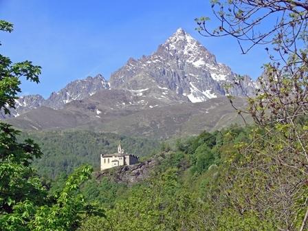 Santuario di San Chiaffredo e il Monviso